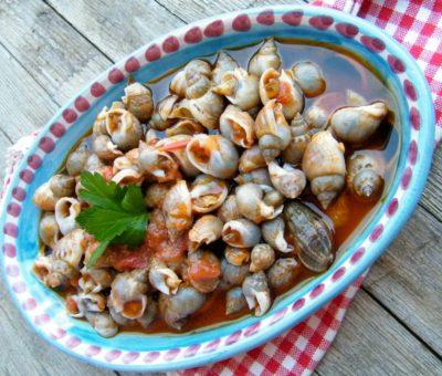 Lumachine Di Mare Con Sughetto E Pane Tostato